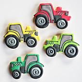 Bunt verzierte Motivkekse in Traktorform