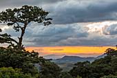 Farm - Landschaft bei La Tigra, Blick in Richtung süden nach Alajuela, Costa Rica, Mittelamerika, Amerika
