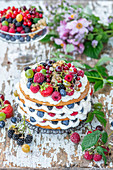 Berry cake with honey layers and mascarpone