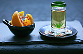 Tequila-Shot mit Chili-Orange