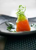 Salmon sashimi with green caviar