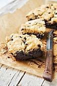 Brookies (Brownies mit knuspriger Cookie-Kruste)