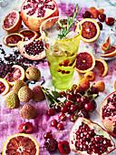 Aromatischer Cocktail mit Granatapfel und Blutorange