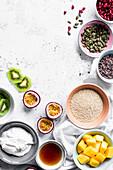 Zutaten für Breakfast Bowl mit Quinoa, Joghurt und exotischen Früchten