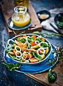 Bratkartoffel-Kürbis-Salat mit frischem Spinat