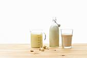 Mandelmilch, Sojamilch und Hafermilch