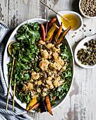 Grünkohlsalat mit gebratenem Blumenkohl und Dressing aus brauner Butter