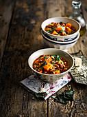 Italienische Borlottibohnen-Kürbis-Suppe mit Farro