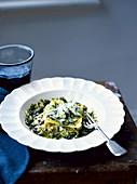 Schnelle Ravioli mit Walnüssen, Ziegenkäse und Cavolo-Nero-Sauce