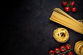 Tagliatelle, Spaghetti und Kirschtomaten