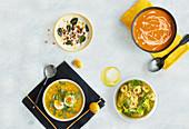 Blumenkohlsuppe, Mais-Paprika-Suppe, Kürbissuppe und Minestrone mit Tortellini