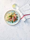 Gefüllter Süßkartoffel mit Granatapfel-Knollensellerie-Salat