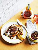 Creperolle mit Haselnüssen, Rum und gebratenen Bananen