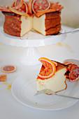 Käsekuchen ohne Boden mit Blutorangen