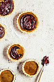 Maca-roon tartlets with honeyscotch and chocolate