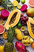 Exotische Früchte (bildfüllend)