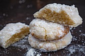Amaretti with icing sugar
