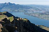 Bergpanorama von der Rigi mit Vierwaldstättersee, Luzern, Schweiz