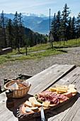 Brotzeitplatte auf der Rigi, Luzern, Schweiz