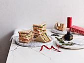 Sandwiches mit Weihnachtsdekoration