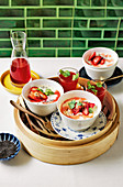 Strawberries with Hong Kong double-milkskin pudding