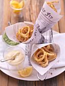 Frittierte Calamari mit Mayonnaise