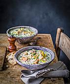 Cullen Skink - schottische Suppe aus geräuchertem Schellfisch, Kartoffeln und Zwiebeln