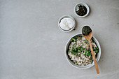 Green risotto with peas and burrata