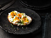 Bread topped with egg and chives