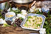 Couscoussalat und Hummus
