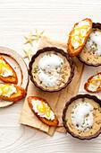 Blumenkohlsüppchen mit Schaum und Röstbrot (weihnachtlich)