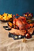 Entenbraten mit Orangen im Kupfertopf dazu Rotkohl und Stern-Kartoffelplätzchen