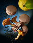 Macarons with green tea, chanterelles and lemon