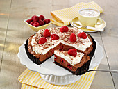 Schokoladenmousse-Torte mit Himbeeren (ohne Backen)