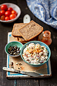 Quark with dried tomatoes - bread spread