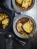Französische Zwiebelsuppe mit Käsetoast