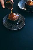 Malva Pudding mit Amarula-Butterscotch-Sauce