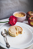 Gluten-free apple tartlet with spelt and almond flour