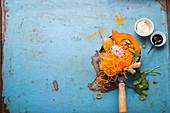 Zutaten für Kürbistopf mit Möhrenspiralen, Zoodles und Kartoffel
