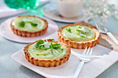 Lime tart with white chocolate and mint