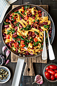 Tagliatelle with red kidney bean, spinach and tomatoes