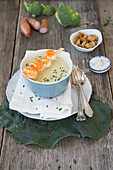 Broccoli cream soup with fried shrimp skewers