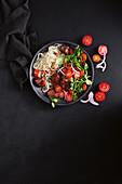 Rindfleisch-Nudel-Salat mit Kirschtomaten (Asien)