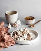 White and brown meringues