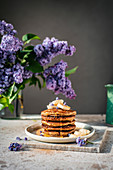 Glutenfreie Bananen-Pancakes mit Sirup