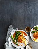 Süsskartoffel-Fisch-Frikadellen mit Honig-Soja-Broccoli