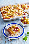 Gooseberry cake with crumble