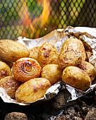 Grillkartoffeln auf Alufolie