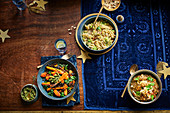 Drei Veggie-Bowls mit Linsen, Sprossen und Kohl