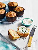 Räucherlachs-Muffins mit Frischkäsecreme